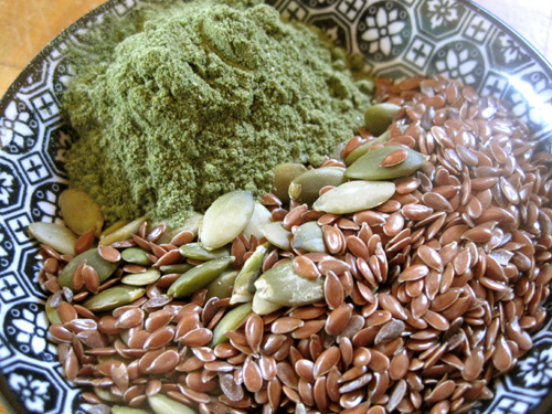 Vibrational Greens Mintichino ingredients including flax seeds and pumpkin seeds